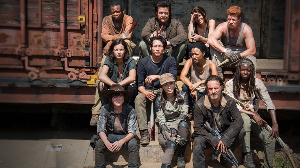 season-5-cast-shot-leaked-walking-dead-season-5-set-photos-show-a-world-that-s-burning